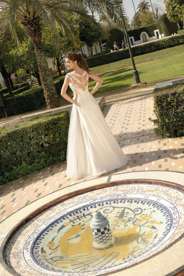 Brautkleid Mode De Pol Agnes Bridal Dream A Linie Hochgeschlossen Tuell Herzausschnitt Glitzertuell Tattoo Spitze Blumendeko Ka 20032 05.jpg