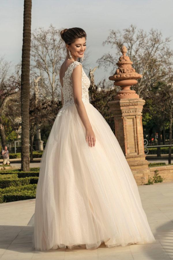 Brautkleid Mode De Pol Agnes Bridal Dream Prinzessin Carmen Tuell Herzausschnitt V Ausschnitt Glitzertuell Transparent Blumendeko Perlen Ka 20060 02.jpg