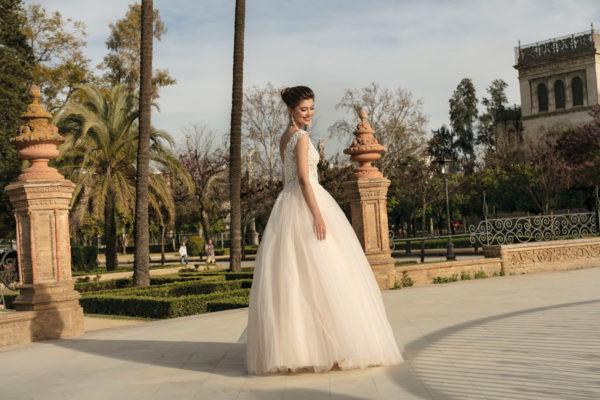 Brautkleid Mode De Pol Agnes Bridal Dream Prinzessin Carmen Tuell Herzausschnitt V Ausschnitt Glitzertuell Transparent Blumendeko Perlen Ka 20060 04.jpg