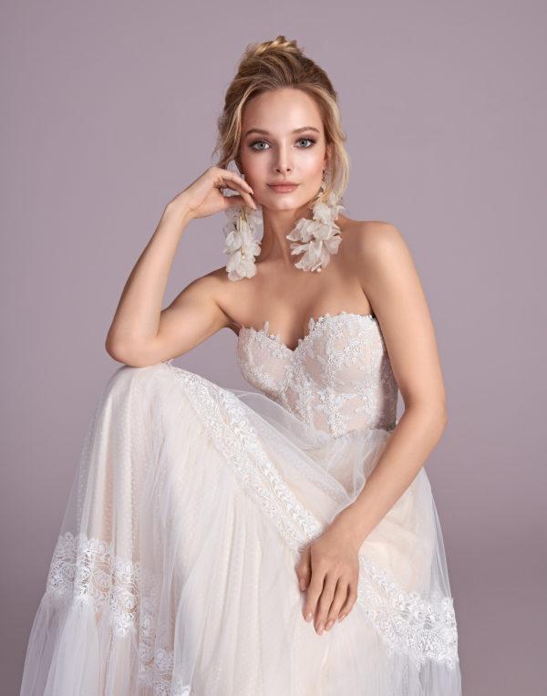 Brautkleid Mode De Pol Elizabeth Boho Mit Querläufer Herzausschnitt Tüll Spitze A Linie Trägerlos E 4431 05