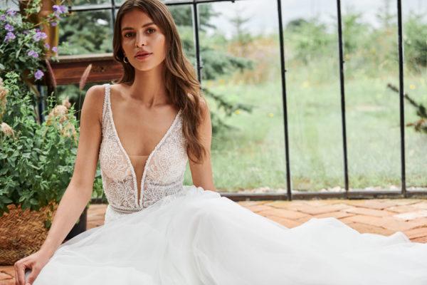 Brautkleid Mode De Pol Elizabeth Passion A Linie Tuell V Ausschnitt Glitzertuell Perlen Pailletten Transparent E 4878t 02.jpg