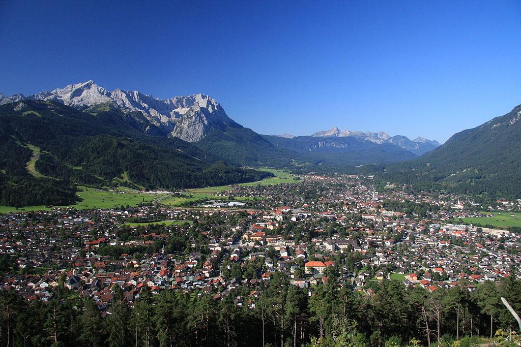Hochzeitsmesse Garmisch Partenkirchen Spielbank Brautkleid