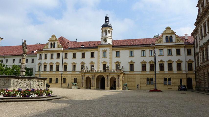 Hochzeitsmesse Schloss St Emmeram Regensburg Brautebene1 Laaber Mode De Pol