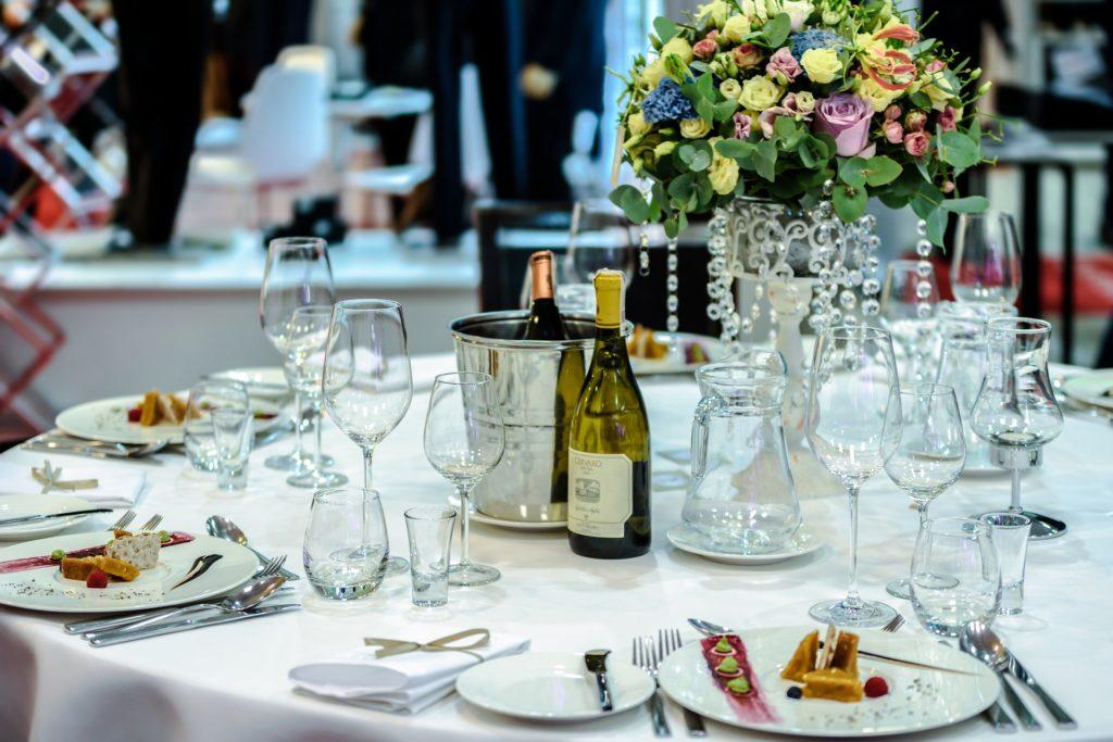 Hochzeitsmesse Brautmode Hochzeitskleid Verlobungsring Hochzeits Location Tischdekoration Buffet Fotograf