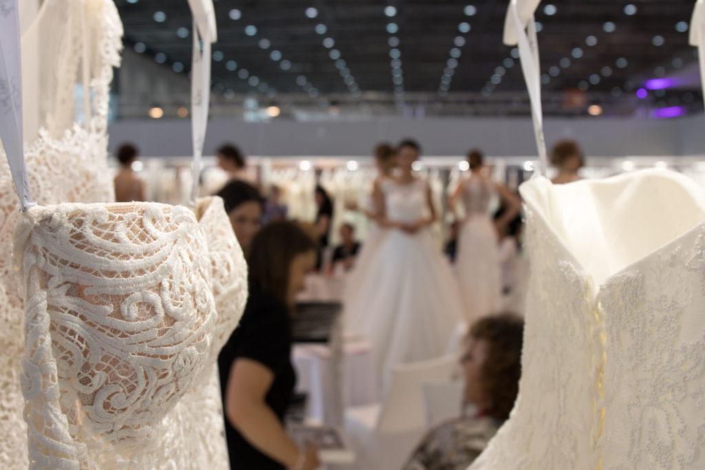 Mode De Pol Brautmode Spitze Kleid